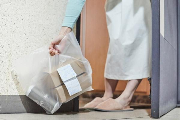 La livraison de journaux, produits laitiers et produits frais