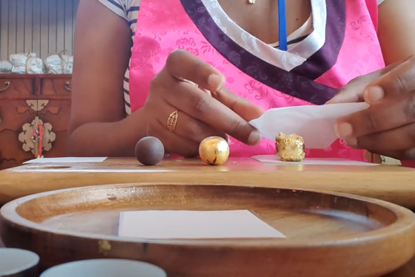 Fabrication de Gongjindan, remède traditionnel