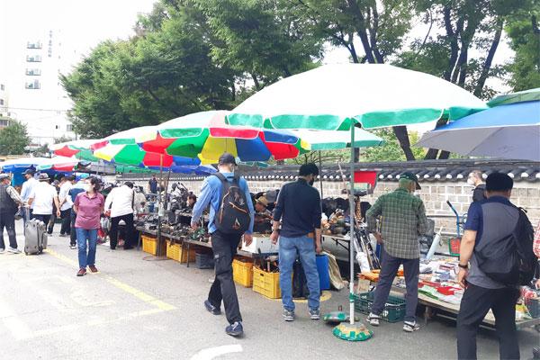 Le marché aux puces de Dongmyo