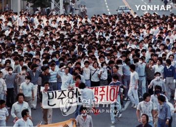 مسيرة كوريا من القمع والاضطهاد حتى الوصول إلى الديمقراطية