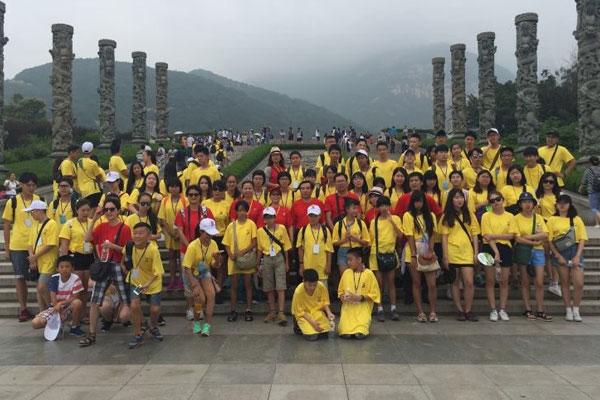 去中国寻根的华侨学生们