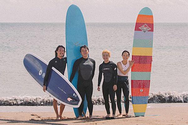 The Boy from Nowhere : Jeju, le surf et les immigrés