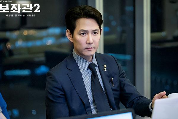 Trợ lý 2, Những người thay đổi thế giới (Chief of Staff)