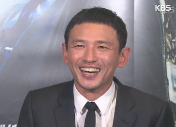 Актер Хван Чжон Мин поощрил всех сотрудников съемочной группы за труд