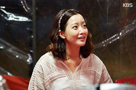 Прекрасная Ким Хи Сон снова в роли стюардессы