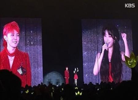 Певица IU пришла на концерт G-DRAGONа