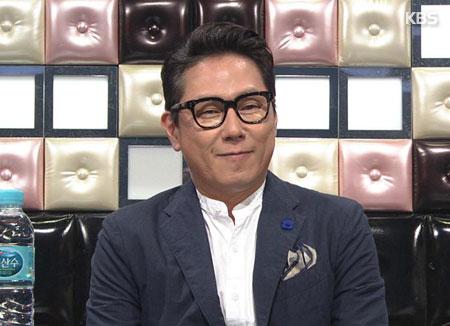 """尹钟信《好吗》被传媒选为""""2017最佳歌曲"""""""