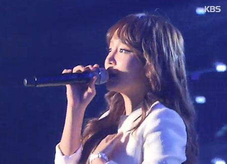 Younha第5张正规专辑《RescuE》发行 尝试全新曲风