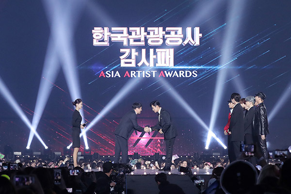 BTS и Ли Бён Хон стали героями ААА