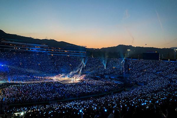 BTS собрали 320 тысяч фанатов на шести концертах