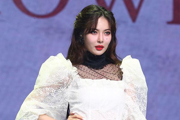 Новый хит певицы Хён А занял первые строчки в китайских музыкальных чартах