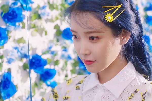 Песни из нового альбома IU вошли в первую 10-ку южнокорейских чартов