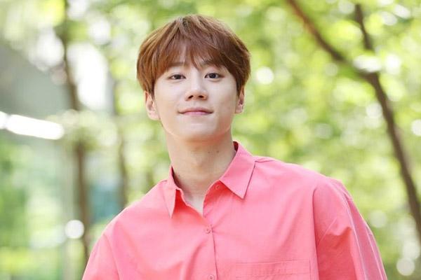 Певец Ли Чжун Ён готовится к релизу первого сольника