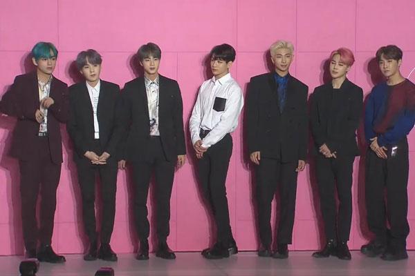"""防弹少年团与5国现代美术名家携手举办""""CONNECT,BTS""""艺术展"""