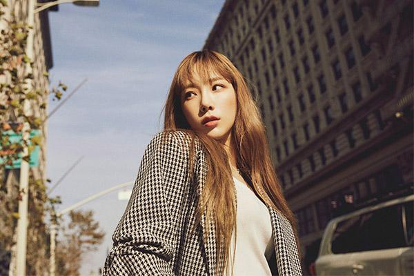 Переизданный альбом Тхэ Ён занял вершины музыкальных чартов по всему миру