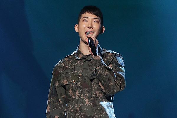 Чо Квон из 2AM завершил срочную службу в армии