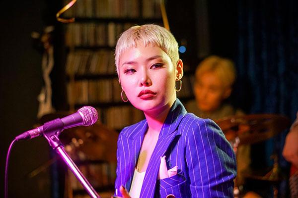 Рэпер Чхи Тха исполнила роль в фильме «Безотлагательный интерес»