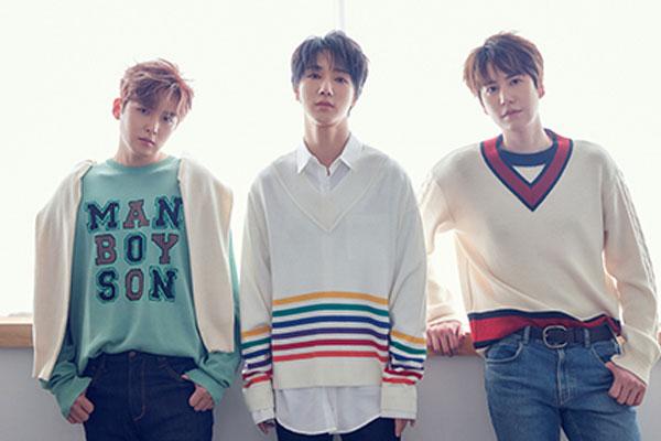 """SUPER JUNIOR- K.R.Y.""""FANNSTAR""""歌手排行榜蝉联6周冠军"""