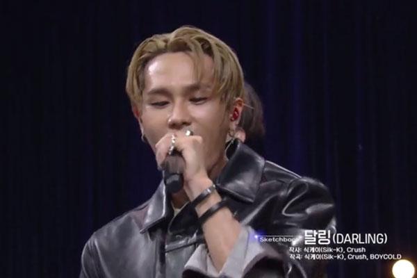 Sik-K上月29日入伍 朴宰范携公司众歌手送别