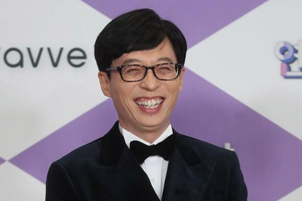 Телеведущий и певец Ю Чжэ Сок совершил очередное пожертвование