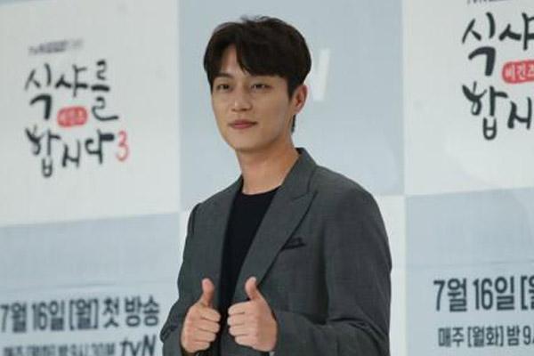 尹斗俊出道12年首发个人专辑《Daybreak》