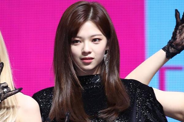 "TWICE俞定延缺席新专辑活动 SNS发文""争取早些康复回归"""