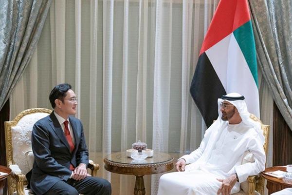 نائب رئيس شركة سام سونغ يبحث مع ولي عهد أبوظبي فرص التعاون التكنولوجي