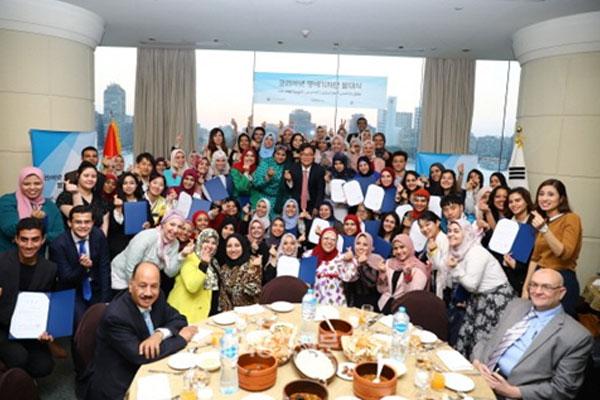 المركز الثقافي الكوري في القاهرة يرحب بدفعة جديدة من المراسلين الفخريين