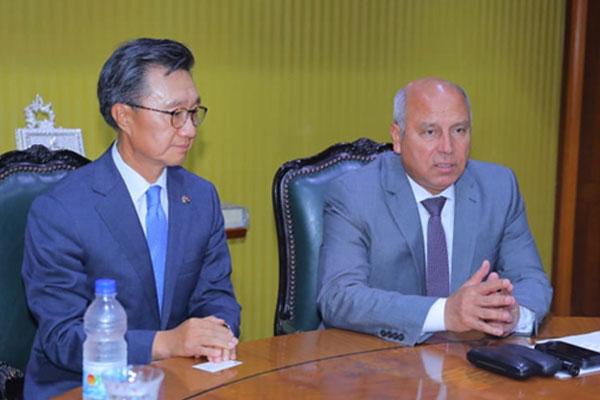 هيون ديه روتيم الكورية توقع عقدا مع مصر لتوريد وصيانة 6 قطارات للمترو