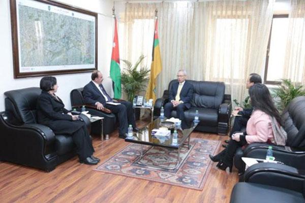 السفير الكوري لدى عمان يجري لقاء مع رئيس الجامعة الأردنية