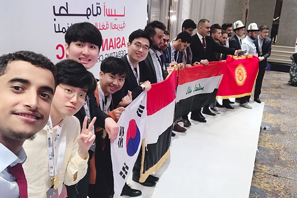 فريق كوري يفوز بجزائز في بطولة المناظرة بالعربية في ماليزيا