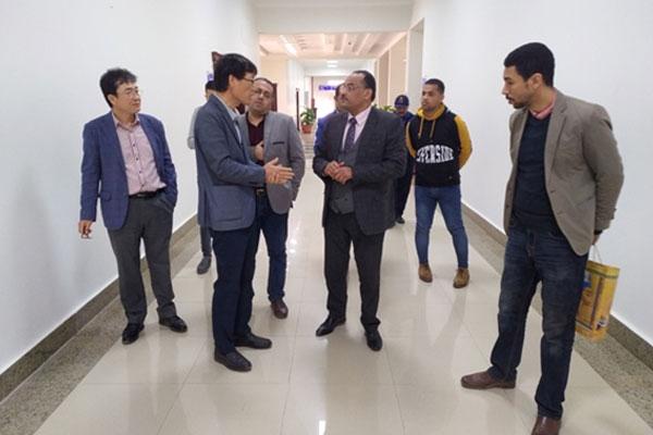وفد من جامعة كوريا تك يتفقد معامل جامعة بني سويف التكنولوجية المصرية