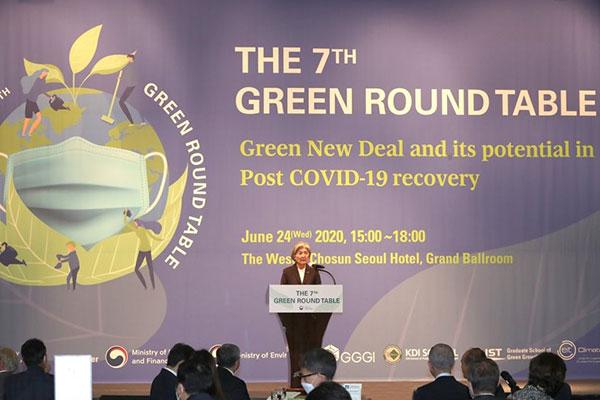 السفير الإماراتي لدى سيول يشارك في اجتماع الطاولة المستديرة الخضراء