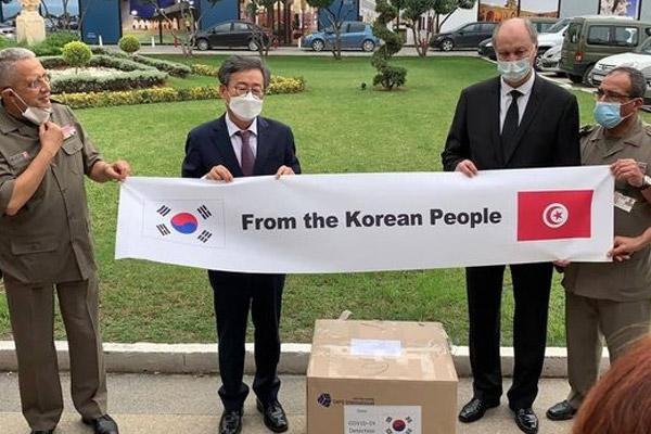 كوريا تقدم أجهزة اختبار سريع للكشف عن فيروس كورونا لتونس