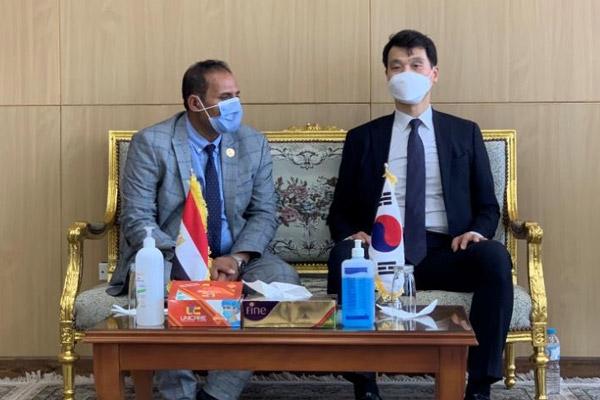 السفير الكوري لدى مصر يبحث مع محافظ أسوان توسيع آفاق التعاون