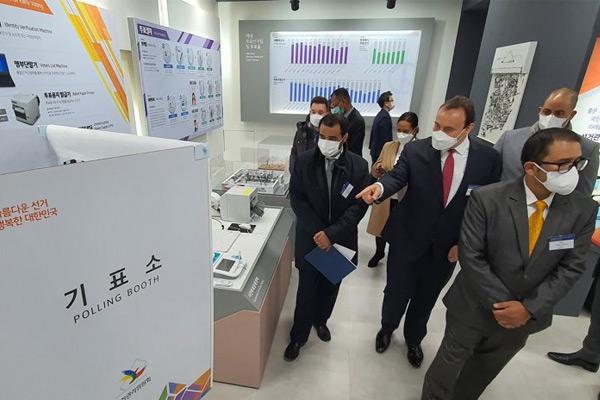 التعاون الكوري الكويتي في مجال الانتخابات في زمن كورونا