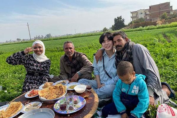 اليوتيوبر الكوري الشهير تشوماد في ضيافة أسرة صعيدية بمصر
