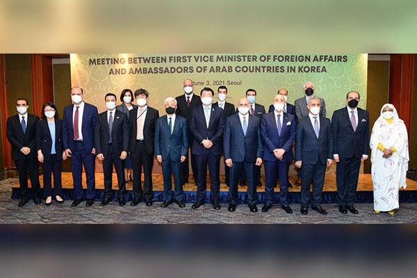 نائب وزير الخارجية يبحث مع سفراء الدول العربية سبل المواجهة المشتركة لأزمة كورونا