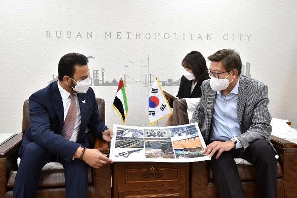 عمدة بوسان يلتقي بالسفير الإماراتي لدى كوريا