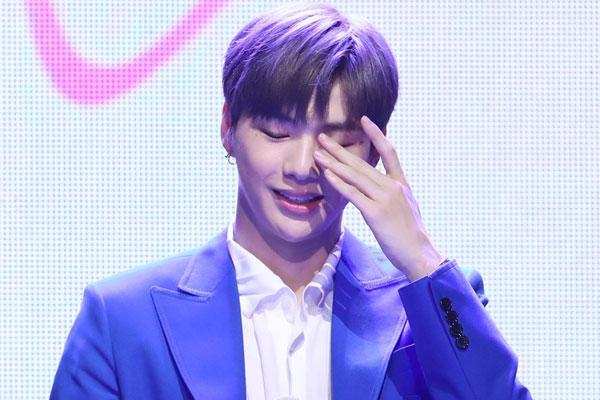 姜丹尼尔SNS公开视频 庆祝SOLO出道曲摘得音乐节目冠军