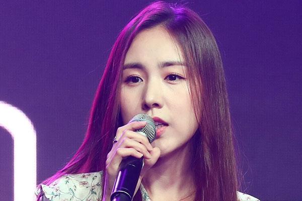简美妍与演员黄保罗恋爱3年 将于11月9日举行婚礼