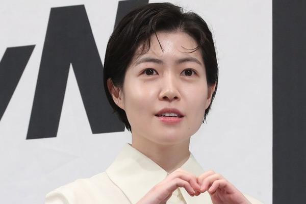 沈恩京主演日剧《七个秘书》剧照曝光