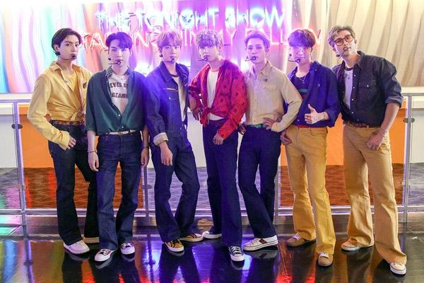 """BTS连续4年蝉联美BBMA""""最佳社交媒体艺人奖"""""""