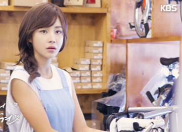 尹真伊、Junjin传恋情 新加坡甜蜜旅行被发现