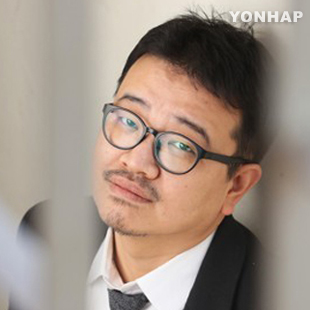 Yeon Sang-ho piégé par le modèle Bong Joon-ho