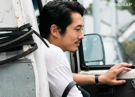 4 bulan di Korea, kemampuan bahasa Korea Steven Yeun meningkat