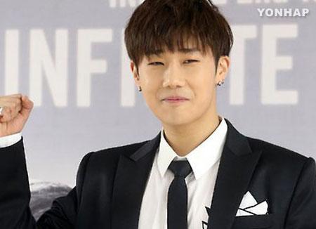 Wajib militer minggu depan, Sunggyu Infinite mengagetkan fans di konser solonya