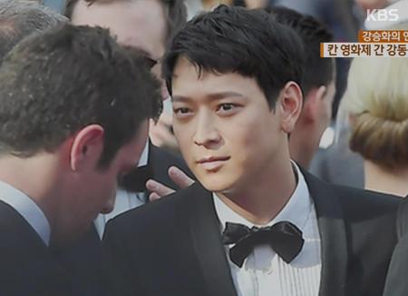 """""""Nam thần"""" Kang Dong-won một mình tỏa sáng tại Cannes"""