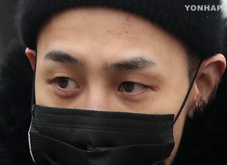 G-Dragon menjalankan operasi pergelangan kaki