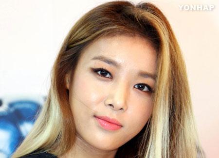 Yu-bin tung sản phẩm solo đầu tiên sau 11 năm hoạt động